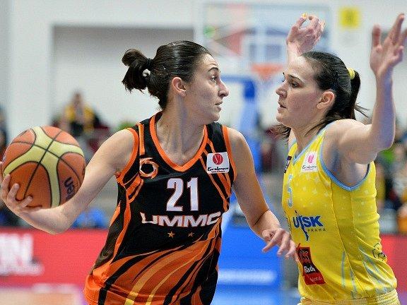 USK Praha vs. Jekatěrinburg: Sonja Petrovičová a Alba Torrensová