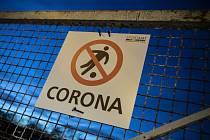 Zákaz vstupu na hřiště ve Frankfurtu
