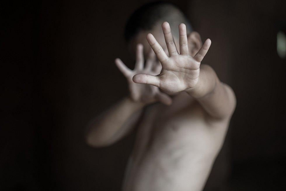 Obětmi sexuálního násilí nejsou zdaleka jen ženy