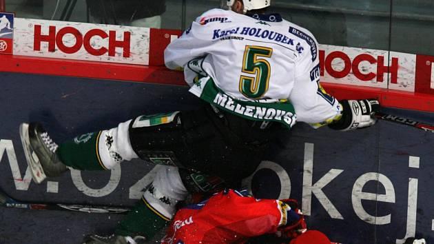 Hokejisté Karlových Varů si vyšlápli na vedoucí tým extraligy. V Budějovicích vyhráli po samostatných nájezdech.