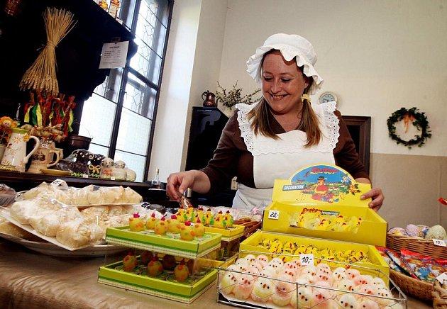 Co jedli naši předci o Velikonocích? Jak se na svátky oblékali, jak upravovali stůl? Nejen tyto informace získáte na zámku Hrádek u Nechanic, kde je od soboty akce 'Velikonoce na zámku'. Poprvé je na velikonoční svátky otevřena zámecká kuchyně.