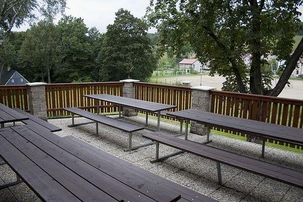 Sokolovna Kokonín a výhled z terasy na hrací plochu