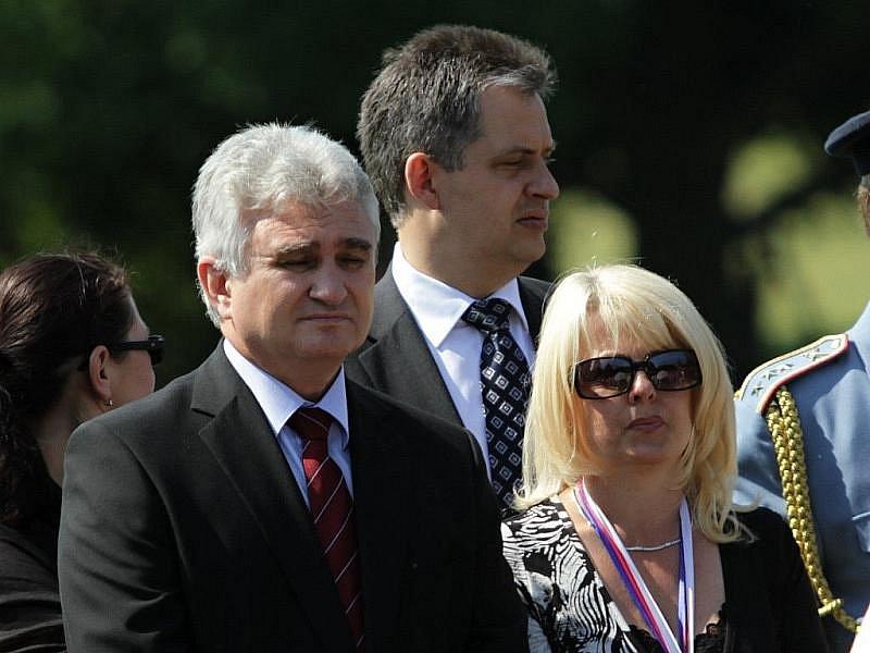 Předseda Senátu Milan Štěch a Veronika Kellerová, starostka Lidic