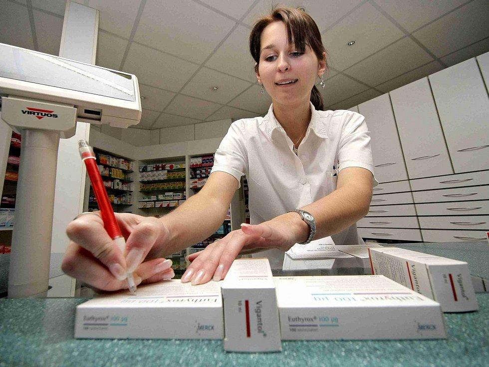Lékárna je místo, kde máme poskytovat konzultace. Lékárník by se měl vyptat, jaké jiné nemoci máte a zda na ně užíváte léky.