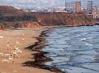 Znečištěné moře v Bejrútu.