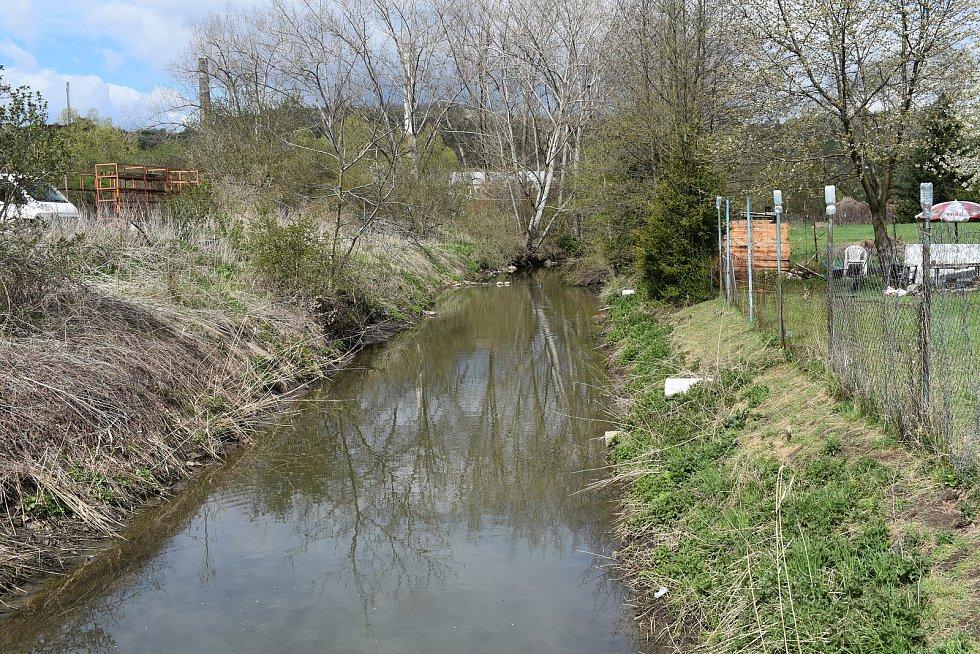 Koryto řeky u Obrnic, nedaleko Chanova.