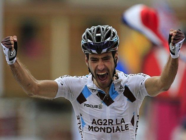 Christophe Riblon se raduje z vítězství v osmnácté etapě Tour de France.