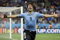 Kanonýr Uruguaye Luis Suárez sestřelil dvěma góly Anglii.