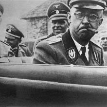 Vůdce nacistických jednotek SS Heinrich Himmler. (Snímek z roku 1942)