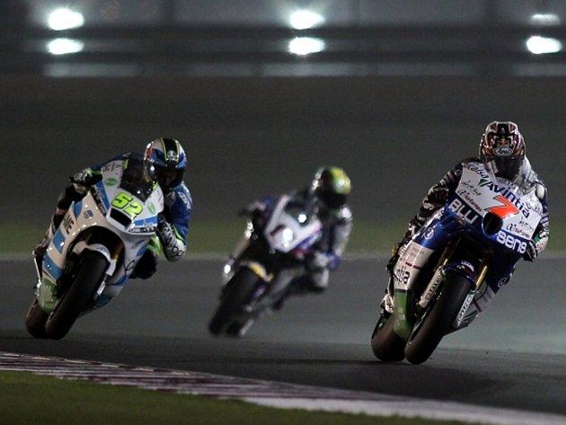 Lukáš Pešek (vlevo) v Grand Prix Kataru.