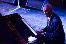 Po vyprodaném vystoupení v roce 2010 do Prahy opět zavítá hudební těleso, jež je jediným oficiálním pokračovatelem odkazu tohoto slavného umělce, Duke Ellington Orchestra, i se svým kapelníkem, Tommym Jamesem.