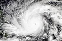 K východnímu pobřeží Filipín se přibližuje bouře, která podle předpovědí meteorologů pravděpodobně zasáhne oblast těžce poškozenou loňským tajfunem Haiyan.