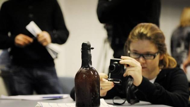 Finský pivovar uvařil belgické pivo podle toho, které se našlo v lahvích, jež se před 170 lety potopily společně s obchodní lodí v Baltském moři.