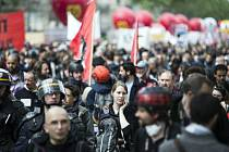 Prezident Hollande čelí kvůli pracovnímu zákoníku bouřlivým protestům.