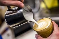 Příprava kávy - ilustrační foto.