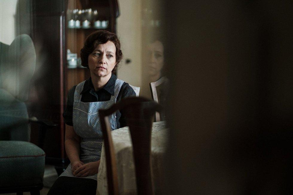 Alena Mihulová jako hospodyně v rodině Horákových