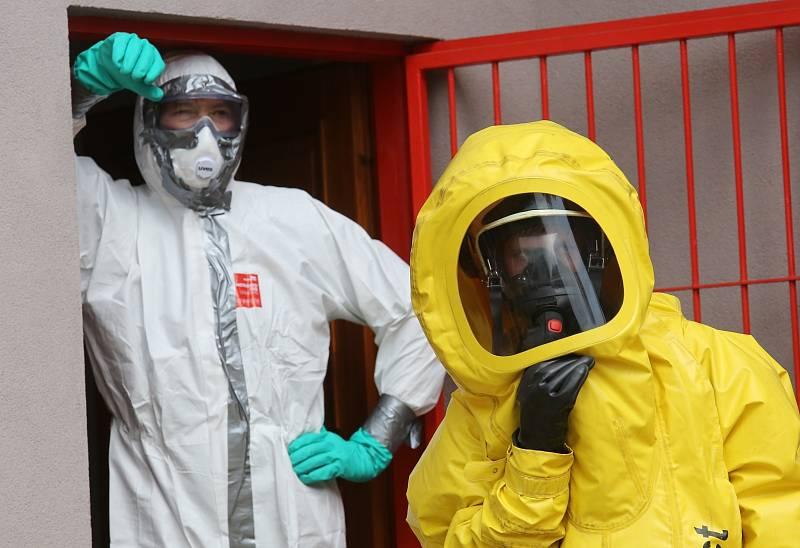 Hasiči  společně s policií a záchranáři a speciálním týmem Biohazard z Ústí nad Labem cvičili před dvěma lety v Litoměřicích zásah u pacienta s ebolou