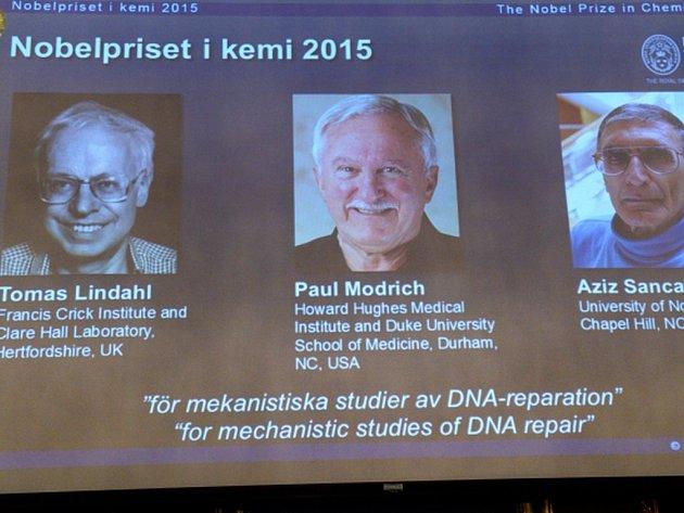 Letošní Nobelovu cenu za chemii získali Švéd Tomas Lindahl, Američan Paul Modrich a Turek Aziz Sancar za výzkum oprav DNA.