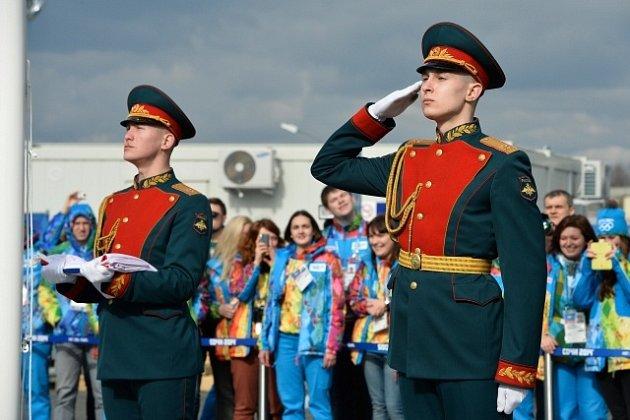 Přivítání české výpravy proběhlo ve skromném duchu - vojáci chyběli, takto totiž jinde vítali ruského prezidenta Putina