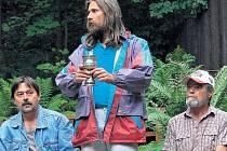 Mezi zkouškami. Ježíše ztvárňuje herec František Hladký (uprostřed).