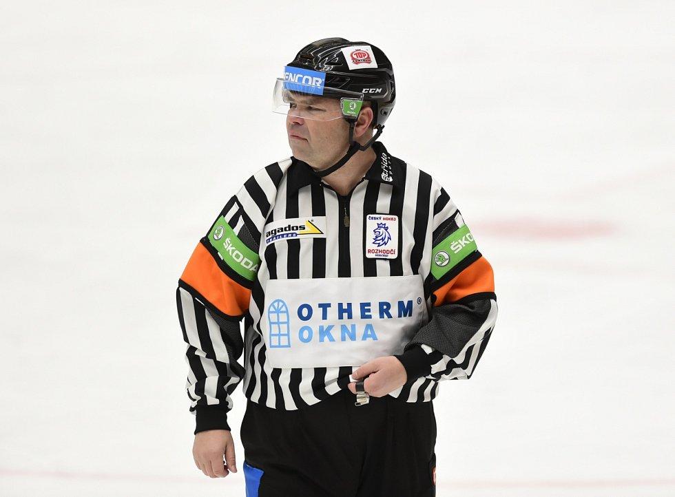 Hokejový rozhodčí Petr Lacina.