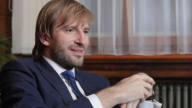 Ministr zdravotnictví v demisi Adam Vojtěch.