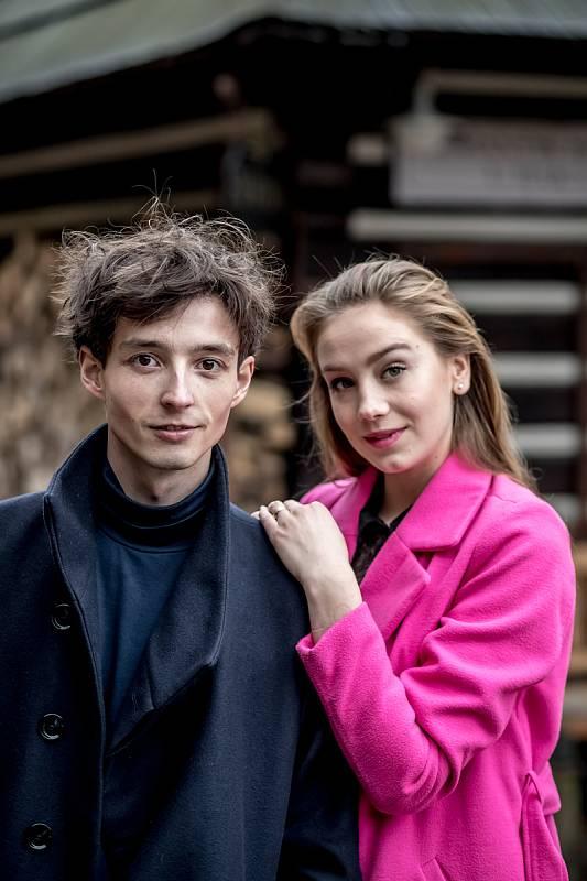 Denis Šafařík a Anna Kadeřávková při fotografování pro Deník.