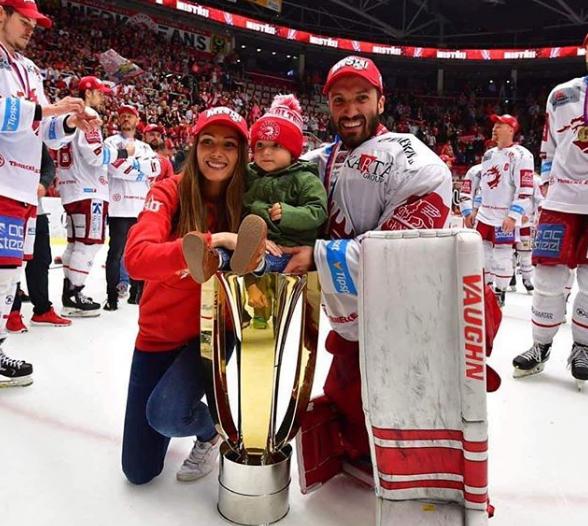 Šimon Hrubec s manželkou a synem