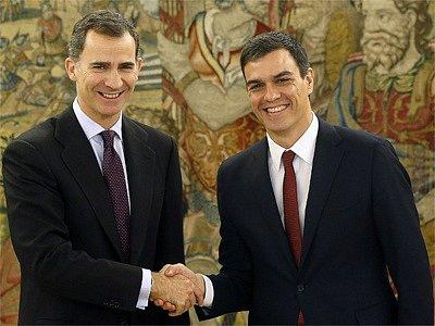 Španělský král pověřil socialistu Sáncheze (vpravo) sestavením vlády