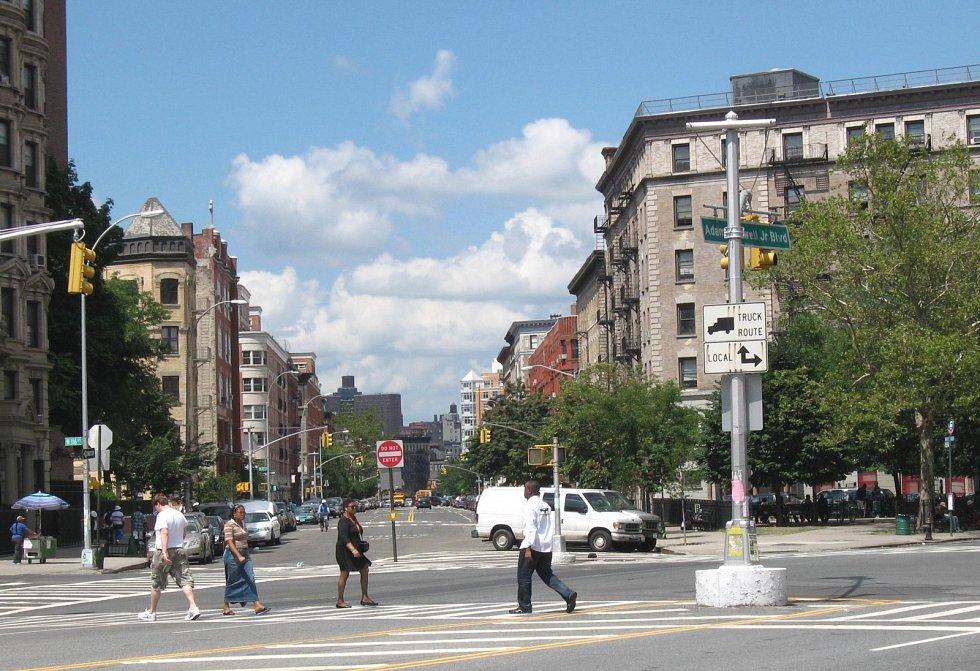 Ulice St. Nicholas Avenue v New Yorku, na níž v roce 1956 přistál opilý pilot Thomas Fitzpatrick, aby si o dva roky později stejný kousek zopakoval