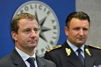 Ředitel Útvaru pro ochranu prezidenta Petr Dongres požádal o přeložení do jiné funkce v rámci policie, protože necítí důvěru od prezidenta Miloše Zemana.