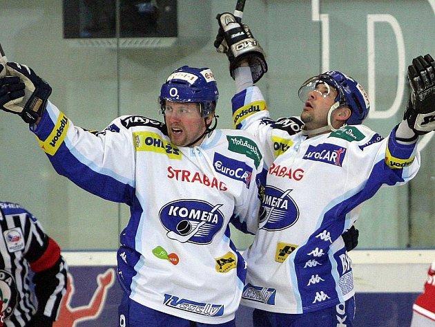Ivan Huml se raduje s Kamilem Brabencem (vpravo) z vítězství.