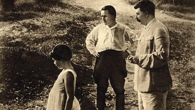 Sergej Kirov po boku Josifa Vissarionoviče Stalina v Soči