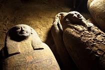 Archeologové našli v pouštní nekropoli v Sakkáře 13 dřevěných rakví