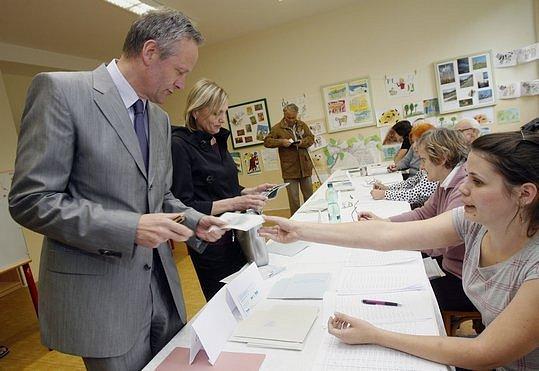 Předseda KDU-ČSL Cyril Svoboda se 5. června 2009 zúčastnil voleb do Evropského parlamentu. Svůj hlasovací lístek vhodil do volební urny na ZŠ Na Líše v Praze-Michli.