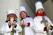Průvod Tří králů z Hradčanského náměstí k živému betlému na Loretánském náměstí se uskutečnil v sobotu 5. ledna.