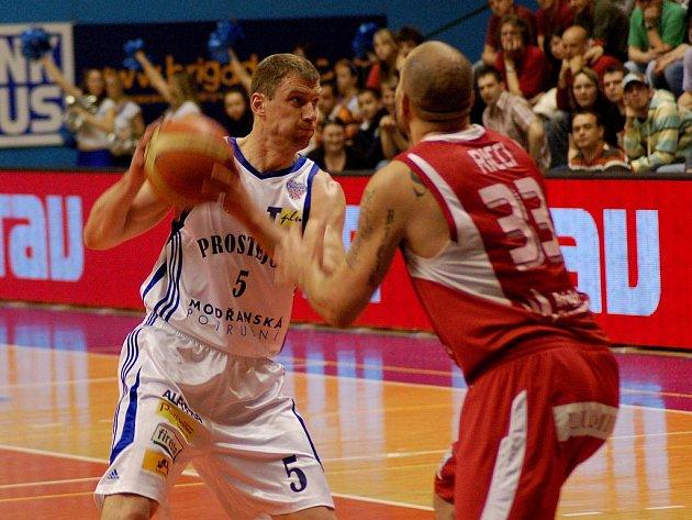 Basketbalisté Nymburka porazili Prostějov.