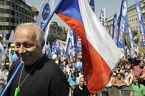 Bohumír Dufek na demonstraci odborů proti vládním reformním záměrům, která se konala 21. května v Praze