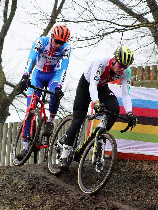 Promrzlé české fanoušky cyklokrosu rozehřál vdánském Bogense Tomáš Kopecký (vlevo).