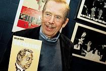 Václav Havel představil knižní vydání své nové hry Odcházení.