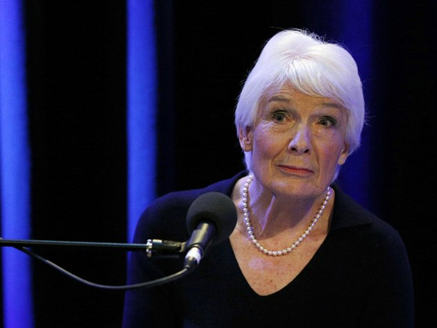Zprávu připravila na objednávku BBC bývalá soudkyně Janet Smithová, která došla k závěru, že Savile v souvislosti s prací pro BBC zneužil celkem 72 osob, osm z nich bylo znásilněno.