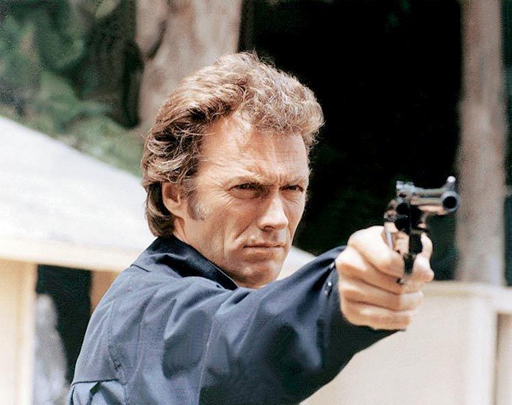 Kuplířství, mafie, drogy a policejní sériový vrah? Jen jedna věc ve snímku Magnum Force pomůže – revolver .44 Magnum v ruce cynického, ale spravedlivého Harryho Callahana.