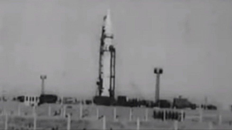 Testovala se mezikontinentální raketa R-16. Ta se však nevznesla, jak měla