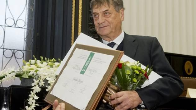 Italský spisovatel Claudio Magris převzal 27. října v Praze mezinárodní literární Cenu Franze Kafky.