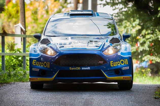 Rally Bohemia, pátý závod seriálu Mistrovství České republiky v rally, pokračovala 2. července. Na snímku Václav Pech junior a spolujezdec Petr Uhel s vozem Ford Fiesta R5 na deváté rychlostní zkoušce - Radostín.