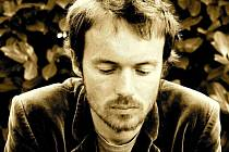Damien Rice je irský folkový zpěvák, skladatel a kytarista. Je jedním z nejznámějších irských hudebních umělců.