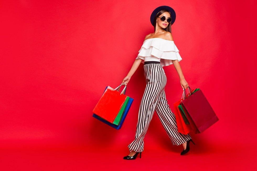Při výběru barev, třeba během nákupu oblečení, někoho vede cit, jiný potřebuje poradit. Typolog, který se zabývá barevným poradenstvím, se vám může dost vyplatit.