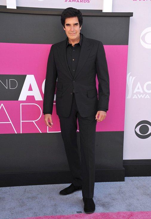 David Copperfield se obléká především do černé.