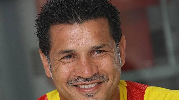 Trenér íránské fotbalové reprezentace Ali Daei.