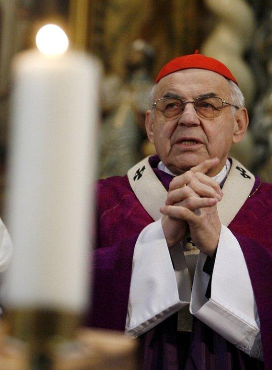 Kardinál Miloslav Vlk posvětil 22. března 2009 nový zvon v kostele v Nehvizdech a vedl zde i nedělní mši. Její téma věnoval rodině a domovu.